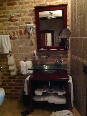 Villa Duomo: В ванной стеклянная раковина