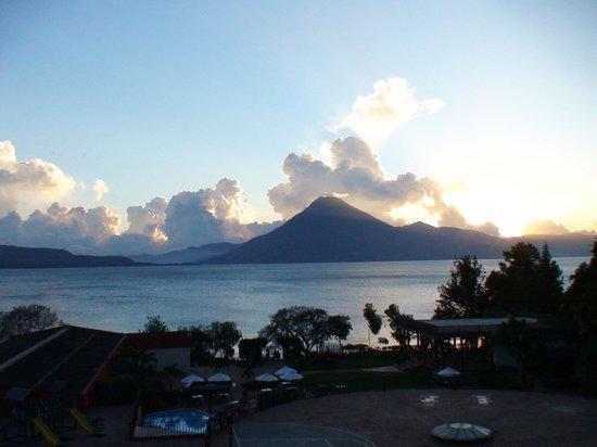 Porta Hotel Del Lago : Вид из отеля - закат на озере