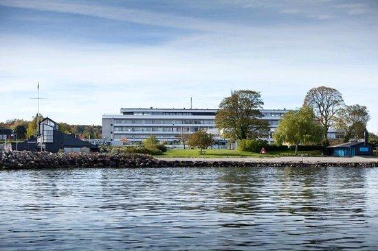 First Hotel Marina: Beliggenhed Facade