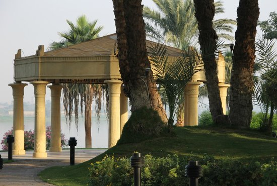 Mercure Luxor Karnak: Beautiful grounds and Nile view