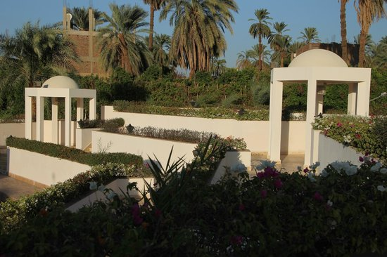 Mercure Luxor Karnak: Beautiful grounds