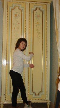 Villa San Lorenzo Maria Hotel: Любимый шкафчик.