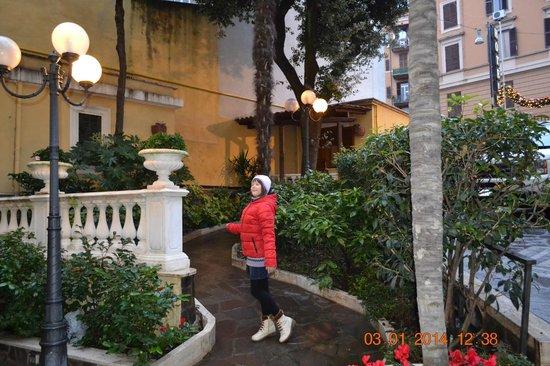 Villa San Lorenzo Maria Hotel: Выходим из отеля.