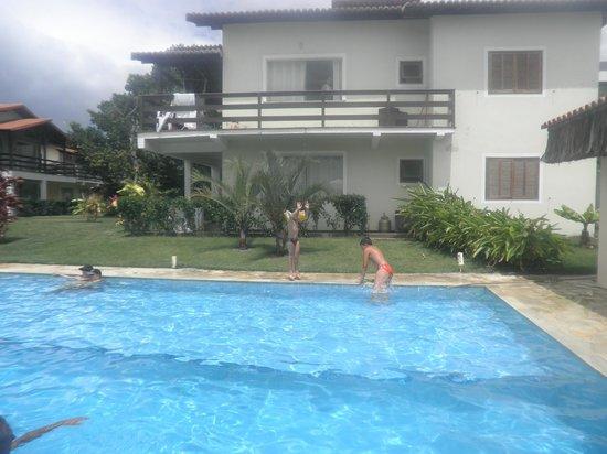 Village Muta: piscina perfeita com churrasqueira do lado