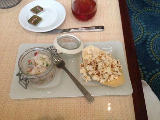 Hilton Miami Airport: Rubbery Ceviche with stale popcorn !