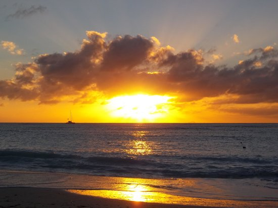 Starfish Jolly Beach Resort: Sunset