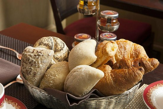 Hotel Dei Borgognoni : Basket of fresh bread served at the Breakfast Rome of dei Borgognoni hotel in Rome