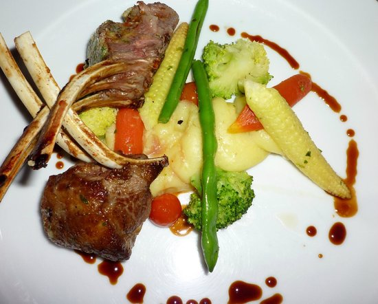 The Oberoi Udaivilas: Chandni open air dining (lamb)