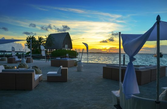 Shangri-La's Villingili Resort and Spa Maldives: M Lounge at sunset