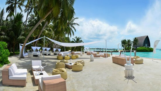 Shangri-La's Villingili Resort and Spa Maldives: M Lounge during day time