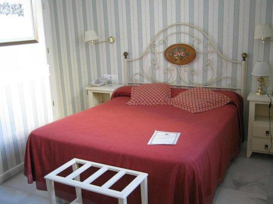 Hotel Puerta de Sevilla: Bedroom