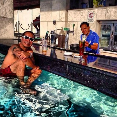 Staybridge Suites Abu Dhabi Yas Island: crown pool