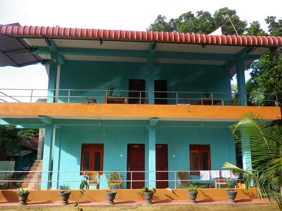 Sigiri Lion Lodge: vue du batiment facade arriere cote jardin