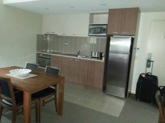 Quest Parap: Fully equipped Kitchen