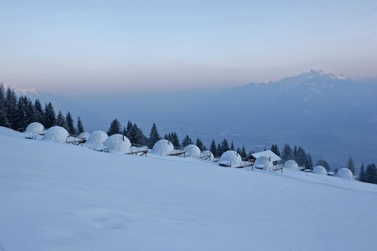 Whitepod Eco-Luxury Hotel: Camp winter