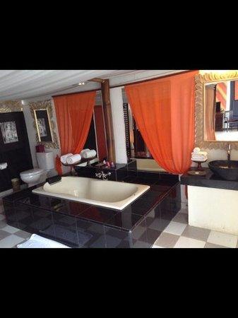 The Mansion Resort Hotel & Spa: Bathroom