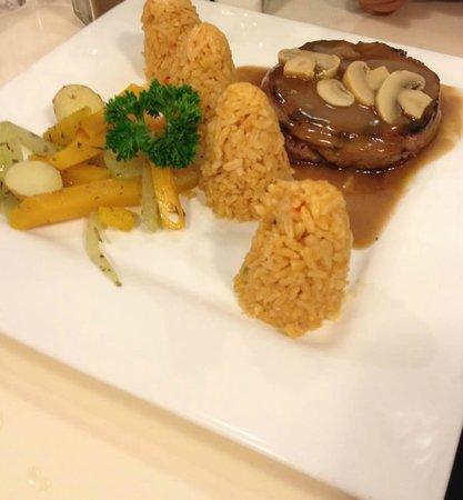 Almon Marina: Filet Mignon