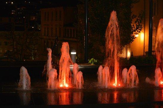 InterContinental Marseille - Hotel Dieu : Fontaine entrée