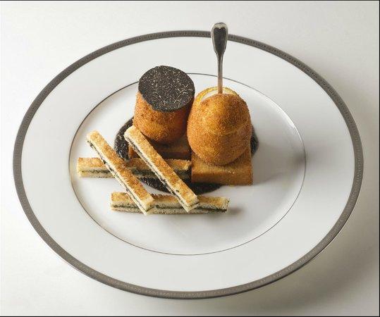 oeufs pan s la coque mouillettes truff es jacques gavard picture of l 39 ambroisie paris. Black Bedroom Furniture Sets. Home Design Ideas