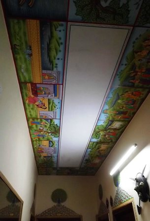 Sunder Palace Guest House: painted ceilings