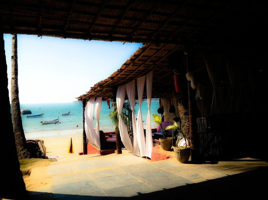 Papillon Beach Huts : View from the restaurant