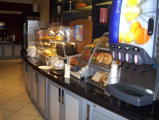 Holiday Inn Express Hotel Cass: breakfast