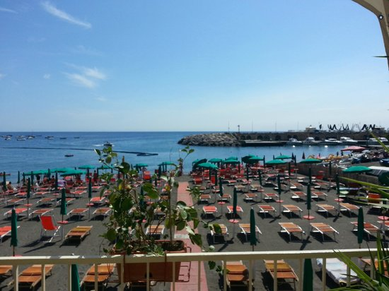 B&B Palazzo Cocò: View of the beach from our favourite beach bar