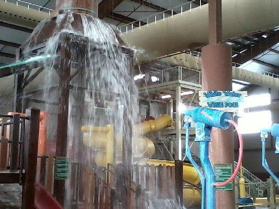 Cascades Indoor Waterpark: Bucket at Cascades Indoor Water Park
