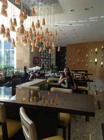 Manila Marriott Hotel: ground floor lounge area
