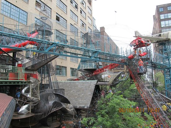 City Museum: Outdoor area for climbing.