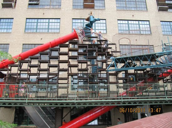 City Museum : Red slide outside, about 3 stories high.