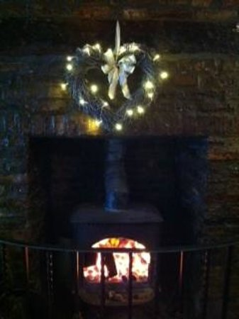 The Pier Inn Whitby: Cosy Fire!