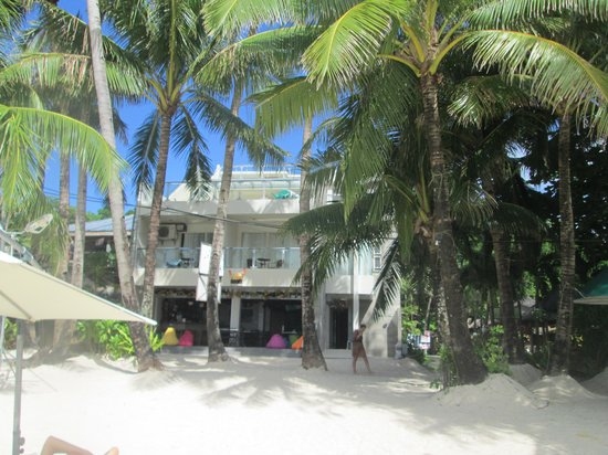B Pod Hotel Boracay : Hotel front