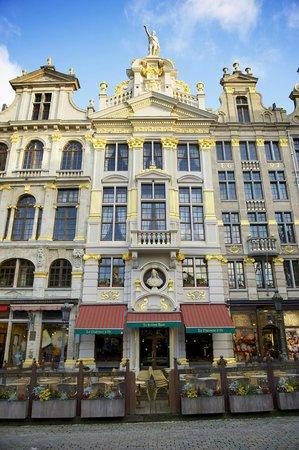 Façade de La Chaloupe d'Or : ancienne corporation des tailleurs