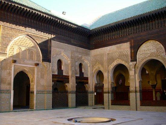 Kairaouine Mosque (Mosque of al-Qarawiyyin) : Particolare del chiosto interno  (Kairaouine Mosque)