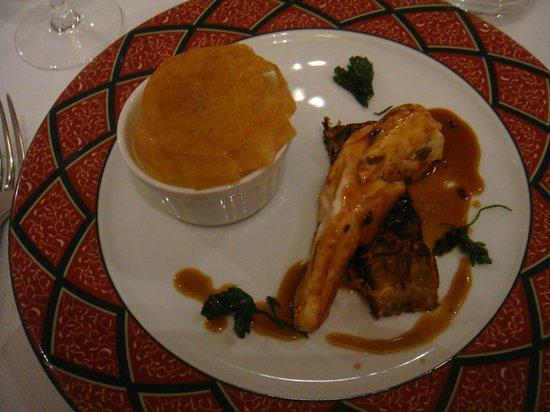 Clarion Hotel Chateau Belmont : Suprême de poularde de Racan truffée, Parmentier de cuisse au Foie gras
