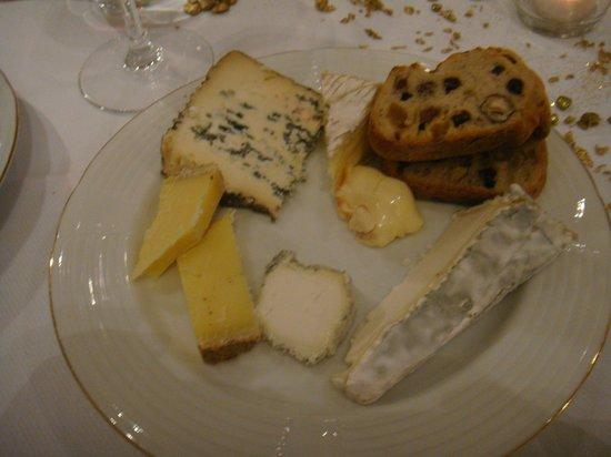 Clarion Hotel Chateau Belmont : Cheese selection