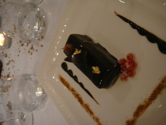 Clarion Hotel Chateau Belmont : Buche de Noel praline, noisettes et pain d'épices