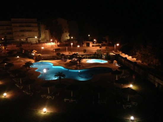 Heritage Resorts Club Playa Real: Pool at night