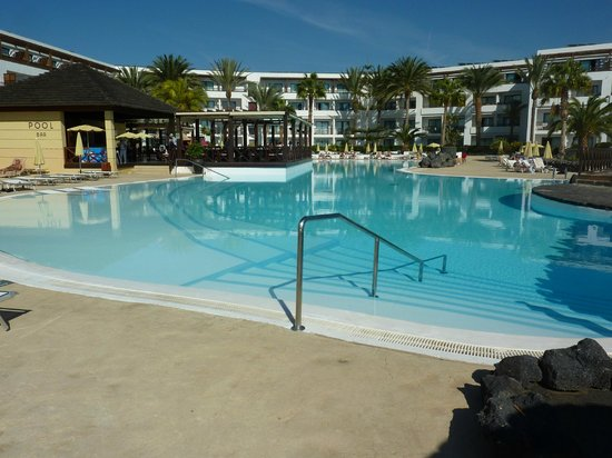 Hesperia Lanzarote : Water too cold to use on warm sunny day