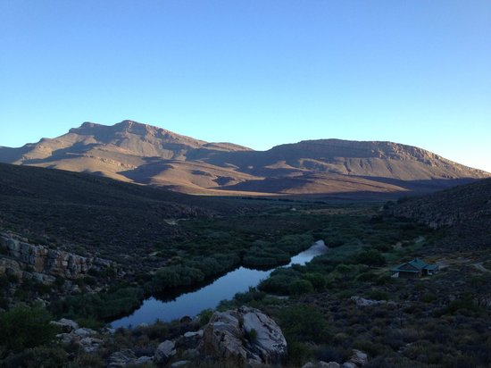 Mount Ceder Guest Cottages : Our view down the valley as the sun went down