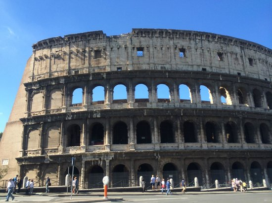 Augusta Lucilla Palace: 15-20 walk to the colosseum