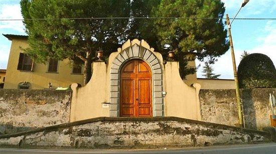 Istituto Suore S. Giovanni Battista - Villa Merlo Bianco: Portone di ingresso