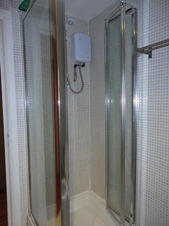 Hyde Park Suites Serviced Apartments: Bathroom3