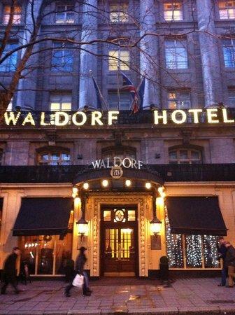 The Waldorf Hilton London : Entrance