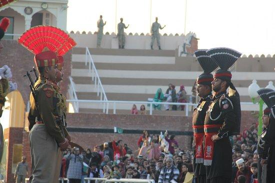 Wagah Border : marching
