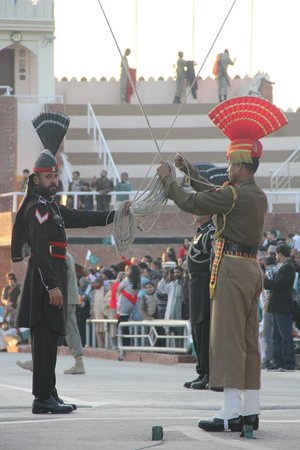 Wagah Border : lowering the flag