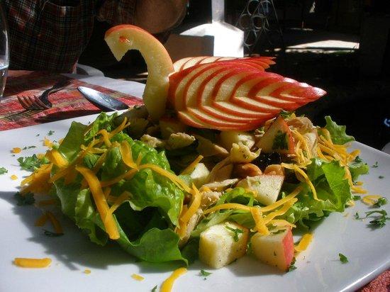 Casa D'Acuna: Fruit and green salad