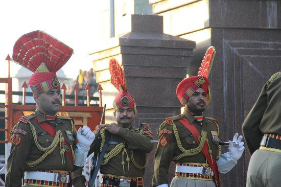 Wagah Border : marching