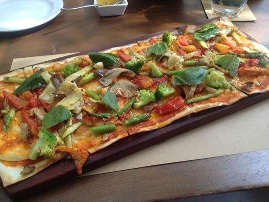 Abaca Restaurant: vegan flatbread pizza